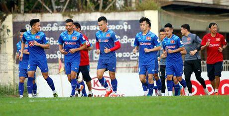 HLV Huu Thang: 'Co hoi tham du AFF Cup cua Tuan Anh la 40-60%' - Anh 3