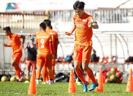 Truoc tran ra quan cua tuyen Viet Nam tai AFF Cup: 'Can than Myanmar danh lac huong' - Anh 2