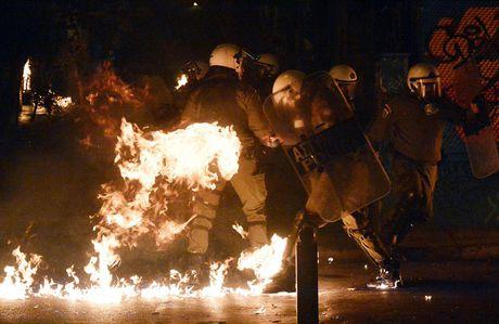 Hy Lap: Bom xang bung bung ngay Tong thong Obama den tham - Anh 7