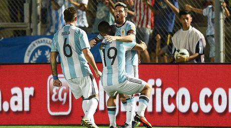 Messi thap lai hy vong du World Cup 2018 cho Argentina - Anh 1
