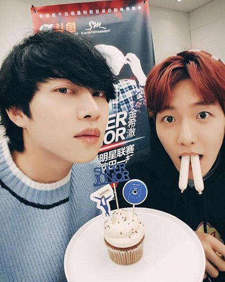 Sao Han 16/11: Baek Hyun gia gai xinh dep, Dara mix do ca tinh - Anh 4