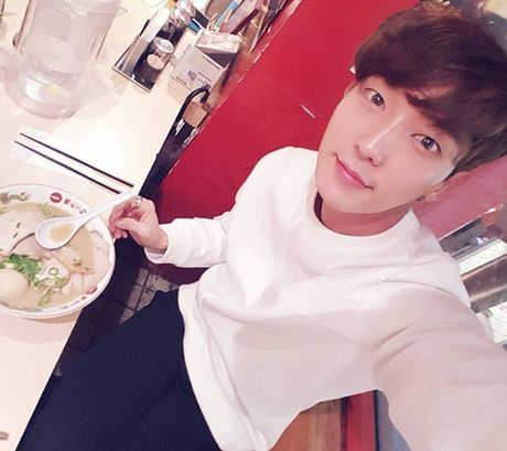 Sao Han 16/11: Baek Hyun gia gai xinh dep, Dara mix do ca tinh - Anh 7