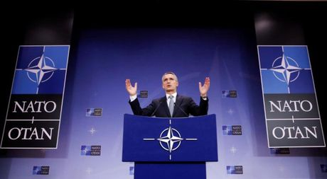 NATO muon doi thoai voi Nga sau dien dam cua TT Putin va ong Trump - Anh 2