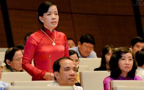 Bo truong Giao duc: 'Chung toi nhan trach nhiem chu khong tron tranh' - Anh 1