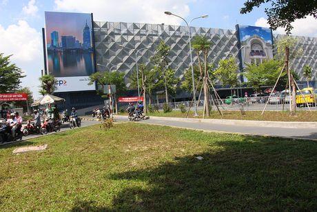 Nha giu xe 5 tang, suc chua 10.000 xe o san bay Tan Son Nhat di vao hoat dong - Anh 4