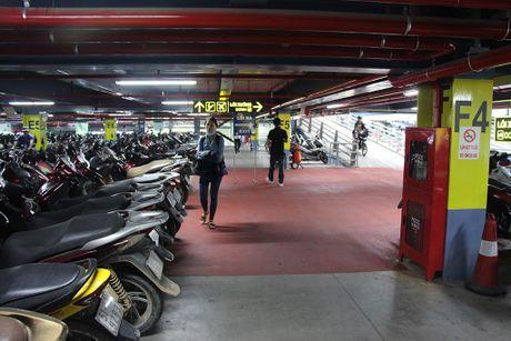 Nha giu xe 5 tang, suc chua 10.000 xe o san bay Tan Son Nhat di vao hoat dong - Anh 6