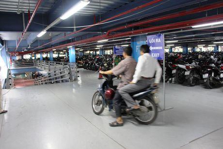 Nha giu xe 5 tang, suc chua 10.000 xe o san bay Tan Son Nhat di vao hoat dong - Anh 9
