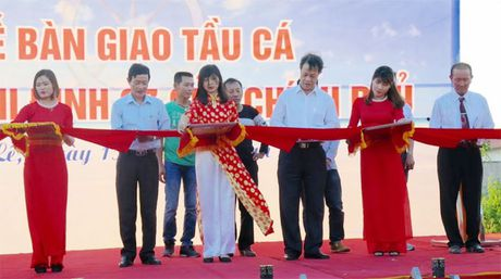 Ban giao 4 tau ca tri gia 60 ty dong cho ngu dan Hai Phong - Anh 1