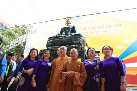 Tuong Phat Ngoc hoa binh the gioi duoc cung nghinh tai Binh Duong - Anh 2