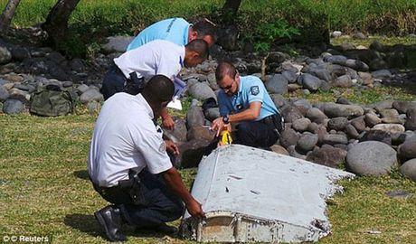 Co truong MH370 dam xuong bien de cuu hang ngan nguoi? - Anh 2
