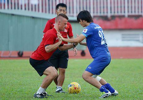 AFF Cup: HLV Huu Thang lo nhat chan thuong Tuan Anh - Anh 1