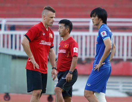 AFF Cup: HLV Huu Thang lo nhat chan thuong Tuan Anh - Anh 2