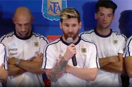 Argentina thang lon, Messi khien bao chi bang hoang - Anh 1