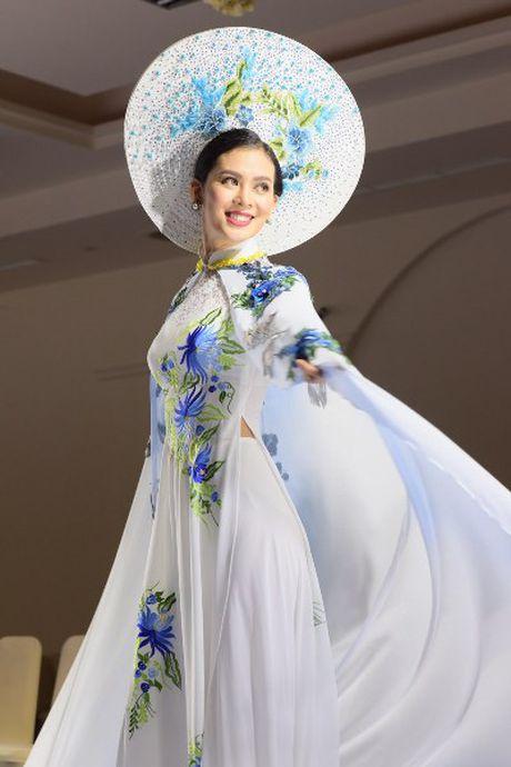 'Hoa hau duoc yeu thich' Sang Le rang ro tren san catwalk - Anh 1