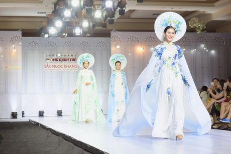 'Hoa hau duoc yeu thich' Sang Le rang ro tren san catwalk - Anh 3