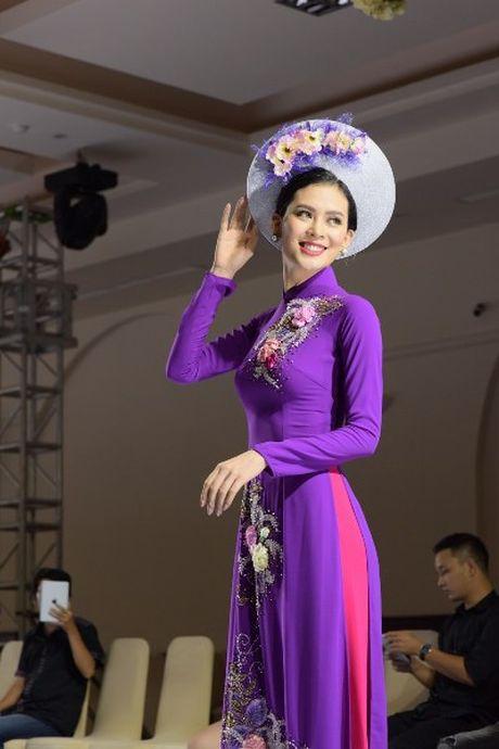 'Hoa hau duoc yeu thich' Sang Le rang ro tren san catwalk - Anh 4