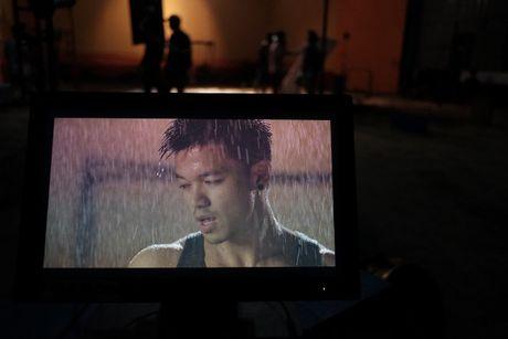 Trong Hieu cuc chat trong MV 'Sut' - Anh 2