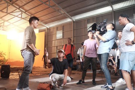 Trong Hieu cuc chat trong MV 'Sut' - Anh 5