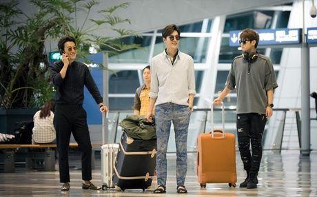 Fan 'nong tung giay' khi hinh anh Lee Min Ho lo truoc gio chieu 'Blue Sea' - Anh 10