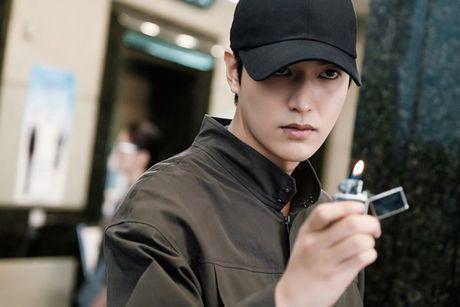 Fan 'nong tung giay' khi hinh anh Lee Min Ho lo truoc gio chieu 'Blue Sea' - Anh 2