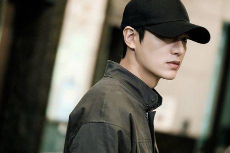 Fan 'nong tung giay' khi hinh anh Lee Min Ho lo truoc gio chieu 'Blue Sea' - Anh 3