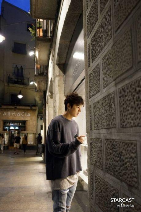 Fan 'nong tung giay' khi hinh anh Lee Min Ho lo truoc gio chieu 'Blue Sea' - Anh 4