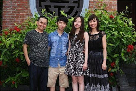 Cuoc song gian di cua Xuan Hinh dang sau anh hao quang san khau - Anh 1