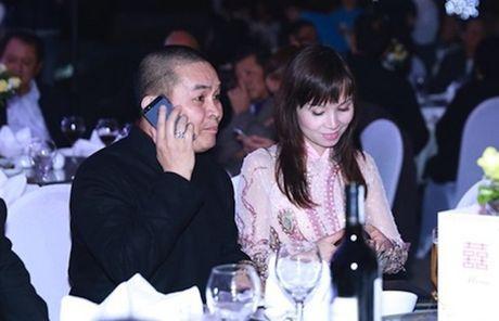 Cuoc song gian di cua Xuan Hinh dang sau anh hao quang san khau - Anh 2