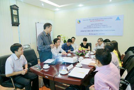 Boi duong nghiep vu TCDLCL cho can bo CHDCND Lao - Anh 2