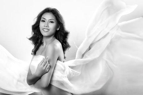 Nguyen Thi Loan 'ban nude' ngay khi quy dinh cam chup anh khoa than duoc bai bo - Anh 7