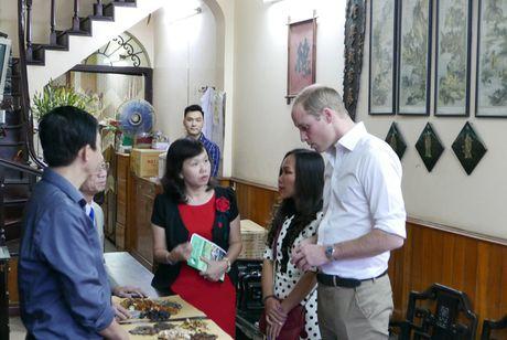 Hoang tu Anh William dao pho co Ha Noi, uong ca phe via he - Anh 5