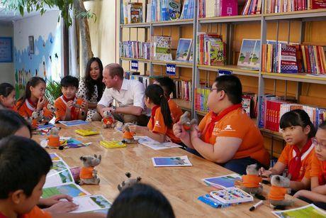 Hoang tu Anh William dao pho co Ha Noi, uong ca phe via he - Anh 6