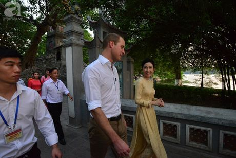 Hoang tu Anh William dao pho co Ha Noi, uong ca phe via he - Anh 7