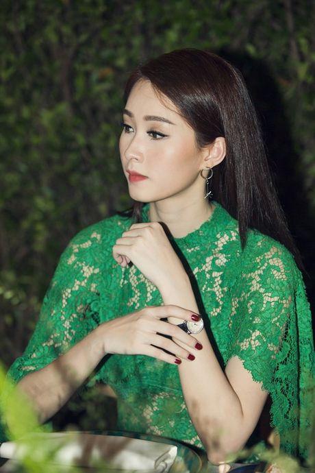 Hoa hau Dang Thu Thao hoan thanh xong tam bang dai hoc - Anh 2