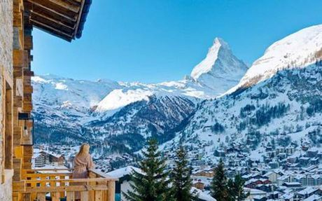 Den Zermatt ngam ngoi lang binh yen chim trong tuyet - Anh 3