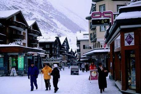 Den Zermatt ngam ngoi lang binh yen chim trong tuyet - Anh 4