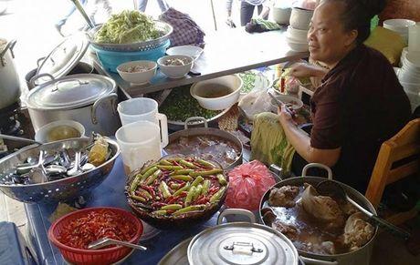 Vo chong Thu Phuong nem thu bun chui Ha Noi - Anh 3