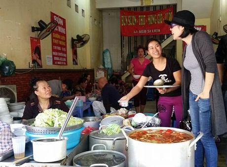 Vo chong Thu Phuong nem thu bun chui Ha Noi - Anh 5