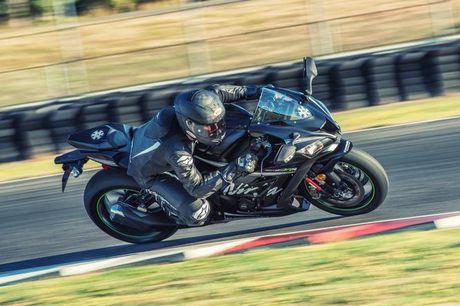 Kawasaki chinh thuc he lo mau xe nang cap ZX-10RR 2017 - Anh 3