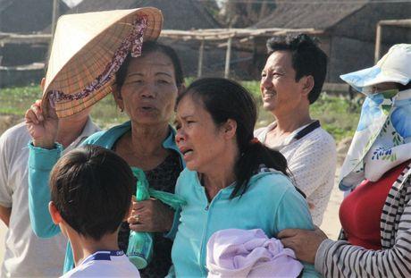 Song lon danh lat thuyen thung, mot ngu dan mat tich - Anh 1