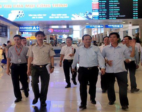 Nang cao cong tac an ninh o san bay de hai long hanh khach - Anh 5