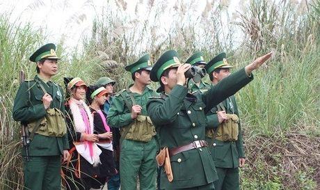 Nhung 'cot moc song' o bien gioi Lai Chau - Anh 1