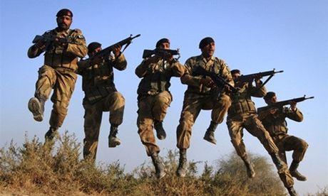 Quan doi Pakistan tap tran giap bien gioi An Do - Anh 1
