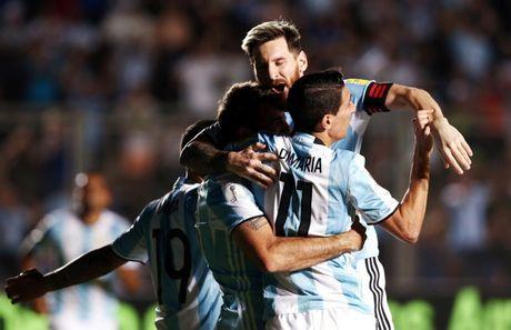 Messi gop cong lon giup Argentina de bep Colombia - Anh 2