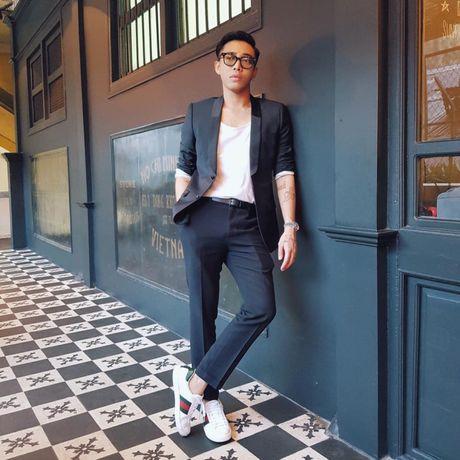 '50 sac thai' dien giay sneaker trang khong phai chang trai nao cung biet! - Anh 2
