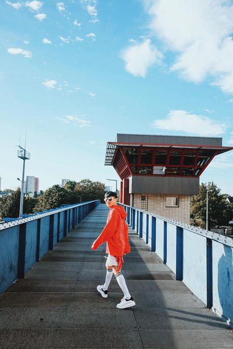 '50 sac thai' dien giay sneaker trang khong phai chang trai nao cung biet! - Anh 9