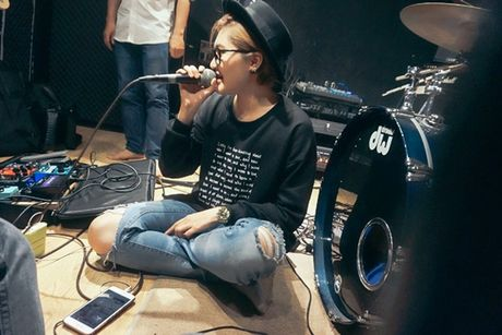 Vicky Nhung thu thach ban than khi lam moi nhac xua trong minishow dau tien - Anh 3