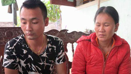 Se lam ro vu thai nhi bi ngat tren ban mo dan toi tu vong - Anh 1