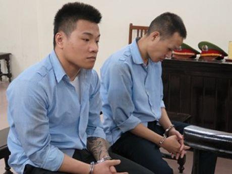 2 thanh nien di tu vi cuop tai san cua phu nu - Anh 1