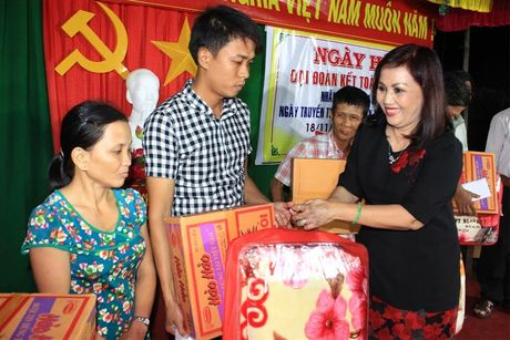 Binh Dinh: Ngay hoi Dai doan ket tai Khu dan cu Giang Bac - Anh 1